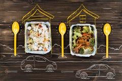 Vers gekookte groenten en rijst standign op de lijst stock foto