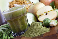 Vers Gemaakt Juice With Organic Greens And Spirulina Royalty-vrije Stock Foto