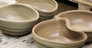 Vers gemaakt van pottenbakkers kommen Stock Foto's