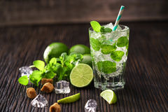 Vers gemaakt zonder alcoholische mojitococktail Stock Foto's