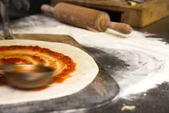 Vers gemaakte pizza Royalty-vrije Stock Afbeeldingen