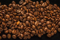 Vers geroosterde koffiebonen Stock Foto's