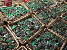 Vers Gevangen Zachte Shell Crab, zeevruchten, de Markt van Shanghai, China stock fotografie