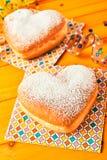 Vers gevormd hart twee bakte romantische cakes Stock Afbeelding