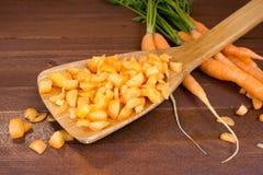 Vers gewassen gehele wortelen stock fotografie