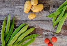 Vers gewassen, inlandse pronkbonen en nieuwe aardappels voor saladeingrediënten Royalty-vrije Stock Foto