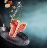 Vers gezond ruw Riblapje vlees met specerijen royalty-vrije stock foto's