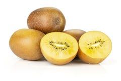 Vers gouden bruin die kiwifruit sungold op wit wordt geïsoleerd royalty-vrije stock foto