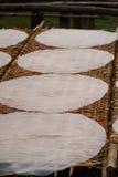 Vers het gemaakte Rijstpapier drogen in Mekong Delta Royalty-vrije Stock Foto's