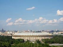 Vers le bas à la ville de Moscou à la colline de moineau Photographie stock libre de droits