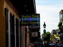 Vers le bas une rue de Bourbon à la Nouvelle-Orléans Photo stock