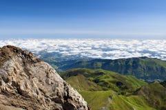 Vers le haut de au-dessus des nuages, Pyrénées français Photo libre de droits