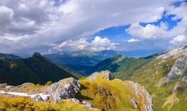 Vers le haut de en des montagnes de prokletje, Monténégro images libres de droits