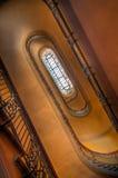 Vers le haut de l'escalier d'enroulement photo stock