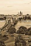 Vers le haut de la vue de la passerelle à chaînes Budapest Photo libre de droits
