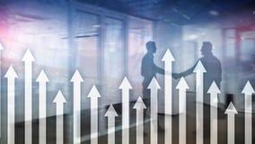 Vers le haut du graphique de flèche sur le fond de gratte-ciel Invesment et concept financier de croissance illustration de vecteur