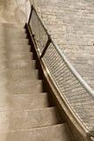 Vers le haut vers le bas de l'escalier image libre de droits