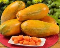 Vers mamaofruit van de besnoeiings sappig tropisch papaja met zaden in Brazilië royalty-vrije stock foto's