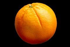 Vers oranje die fruit op zwarte achtergrond wordt geïsoleerd Royalty-vrije Stock Afbeelding