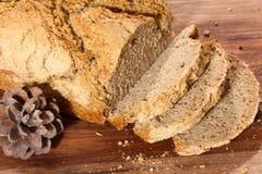 Vers organisch gesneden brood Stock Afbeeldingen