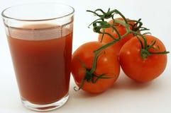Vers organisch tomaten en sap Royalty-vrije Stock Foto's