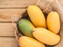 Vers organisch traditioneel Thais mango's hoog vitaminen en mineraal Royalty-vrije Stock Foto's