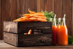 Vers organisch wortelsap Royalty-vrije Stock Foto's