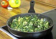 De spinazie van Rosated met eieren Stock Afbeelding