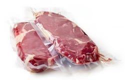 Vers rundvleeslapje vlees voor sous vide koken, geïsoleerd op wit royalty-vrije stock fotografie