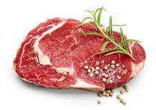 Vers ruw rundvleeslapje vlees met kruiden royalty-vrije stock afbeeldingen