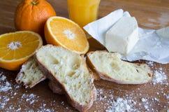 Vers sinaasappelen, sap en gebakje 2 Royalty-vrije Stock Foto's