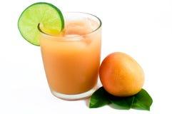 Vers tropisch fruit en sap Stock Afbeeldingen