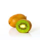 Vers van geïsoleerde kivifruit Stock Foto