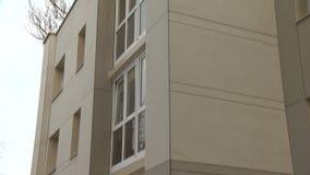 Vers vernieuwd huis in Oost-Europa stock video