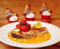 Vers Vissen Gastronomisch Diner - Voorraadbeeld royalty-vrije stock foto's