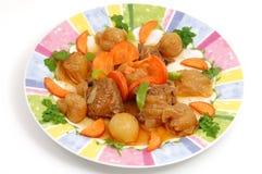 Vers vlees dat met uien wordt gekookt Stock Afbeeldingen