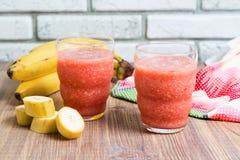 Vers watermeloensap in het glas Selectieve nadruk op het voorglas Royalty-vrije Stock Afbeelding
