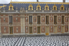 VERSAILLE FRANCE: Courtyard of Chateau de Versailles,  the estate of Versaille home of Louis XIV, France -AUGUST 5, 2015 Stock Photos