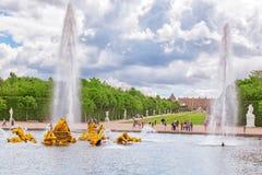 VERSAILLES, FRANCE - 02, JUILLET 2016 : Fontaine d'Apollo dans un bea Image stock