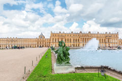 VERSAILLES, FRANCE - JULY 02, 2016 : Tourists near Ponds Water Royalty Free Stock Images