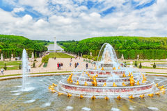VERSAILLES, FRANCIA - 2 LUGLIO 2016: Stagno della fontana di Latona, oppo Fotografia Stock