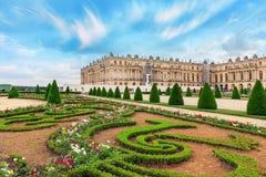 VERSAILLES, FRANCJA LIPIEC 02, 2016: Piękny ogród w Sławnym Fotografia Stock
