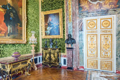 VERSAILLES FRANCJA, LIPIEC, - 02, 2016: Salon obfitość jest na pierwszym piętrze górska chata de Versailles Obraz Stock