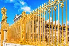 VERSAILLES FRANKRIKE - JULI 02, 2016: Golden Gate av Chateau de V Royaltyfria Bilder