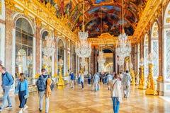 VERSAILLES FRANKRIKE - JULI 02, 2016: Hall av speglar (Galerie des Royaltyfri Bild