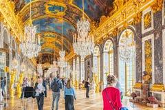 VERSAILLES FRANKRIKE - JULI 02, 2016: Hall av speglar (Galerie des Royaltyfri Foto