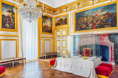 VERSAILLES FRANKRIKE - JULI 02, 2016: Kunglig äta middag salong i Chate Royaltyfri Bild