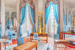 VERSAILLES FRANKRIKE - JULI 02, 2016: Lägenheter i den Tri tusen dollar Arkivfoton