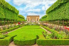 VERSAILLES FRANKRIKE - JULI 02, 2016: Petit Trianon-härlig Gar Royaltyfria Bilder
