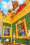 VERSAILLES FRANKRIKE - JULI 02, 2016: Salongen av överflöd är på det första golvet av chateauen de Versailles Arkivbild